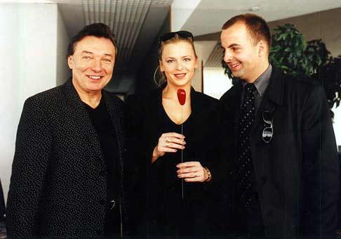 Karel Gott so svojou priateľkou Marikou Söröšovou (v strede :))).