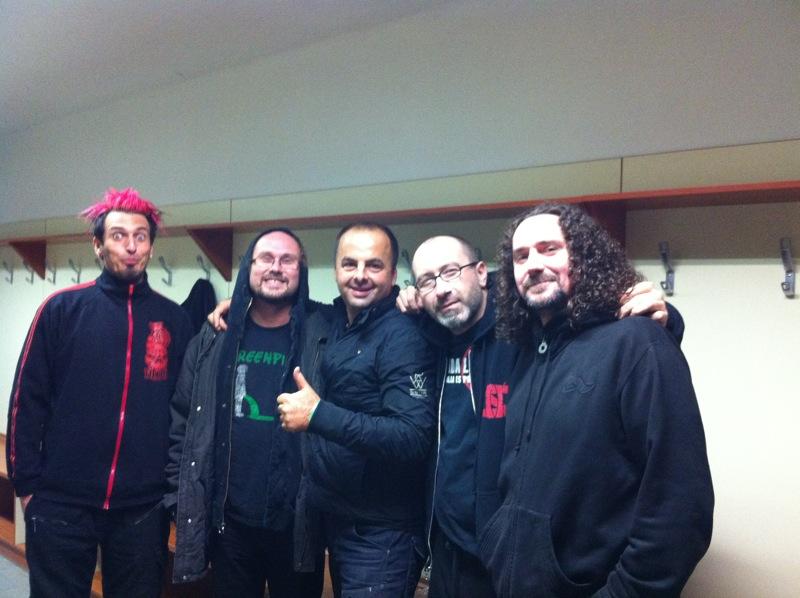 Rockové mrazenie v športovej hale na Pasienkoch uzatvorili skupiny Nazareth a Horkýže Slíže. 2.12.2011, Bratislava.