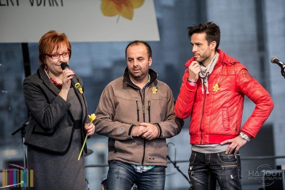 Koncert vďaky pri príležitosti Dňa Narcisov pred Euroveou. S Evou Kováčovou z Ligy proti rakovine a Romanom Juraškom. 12. apríl, 2013. Bratislava.