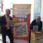 Autogramiáda kalendáru na rok 2011 Pri sporáku stál na Hlavnej pošte. 52 zaujímavých mužov varí svoje obľúbené jedlá. Na fotografii s Andym Hrycom. 12.12.2010 Bratislava.