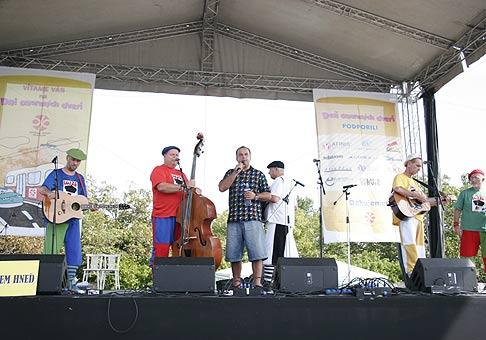 Den otvorených dverí Dopravného podniku Bratislava vo vozovni Jurajov Dvor dňa 6.9.2008.