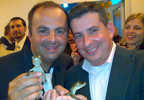 Otvorenie nového baru a reštaurácie Caiman v Bratislave. S Patrikom Hermanom krstíme malých Kaimanov. 30.4.2009