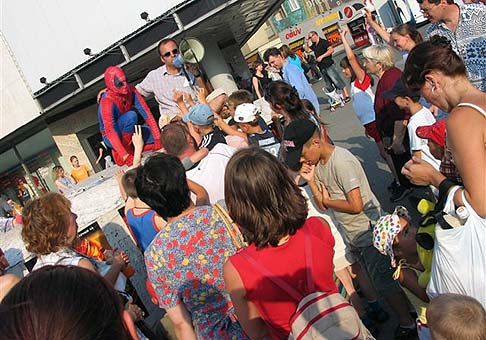 Premiéra Spiderman2 22.7.2004 - Kamenné námestie - Tesco, Bratislava.