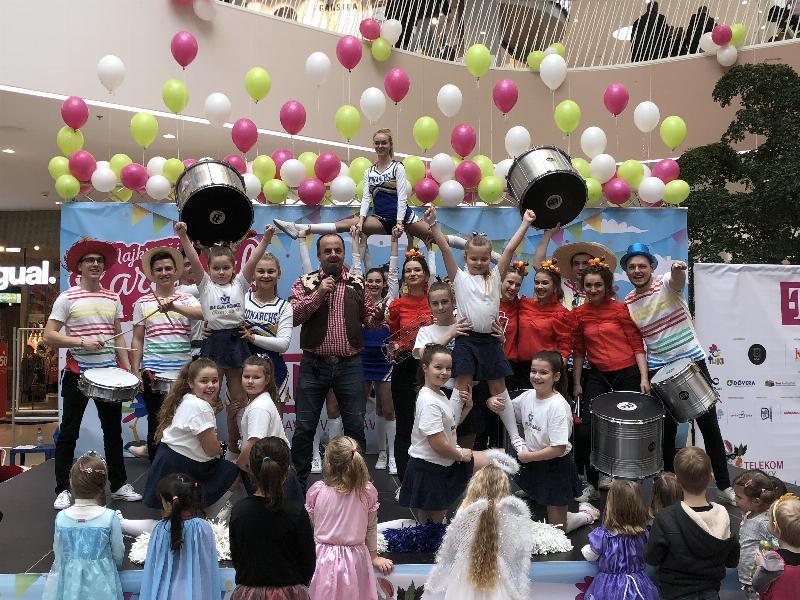 Telekom detsky festival v Bory mall. Bubenici Batida z Popradu a roztlieskavačky Bratislava Monarchs. 10.februar.2018.Bratislava.